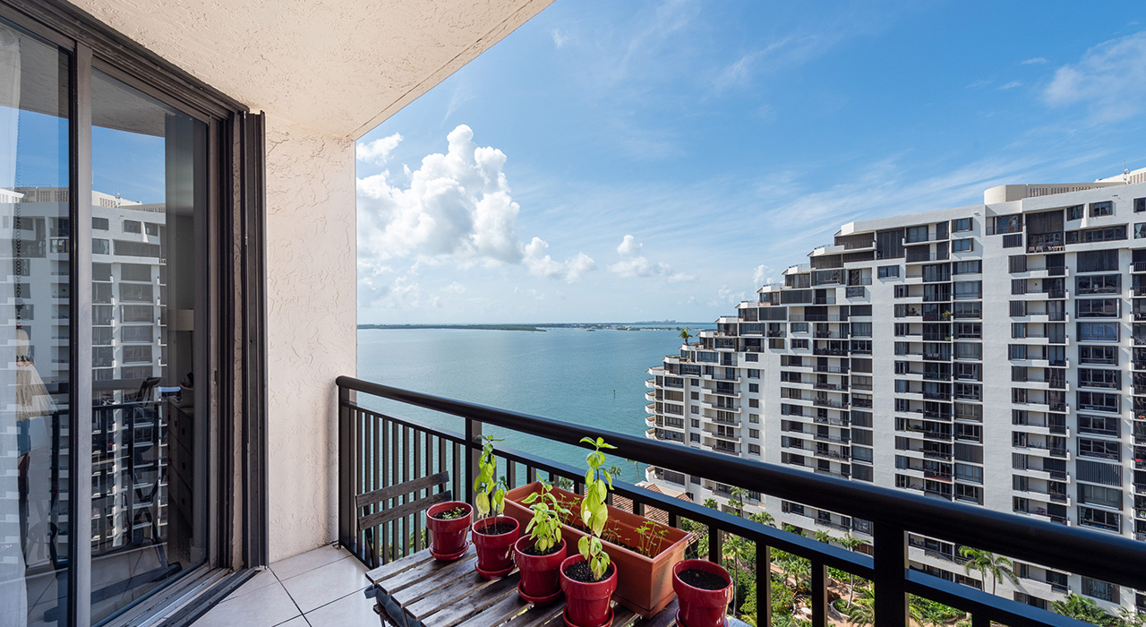 540 Brickell Key Dr #1815