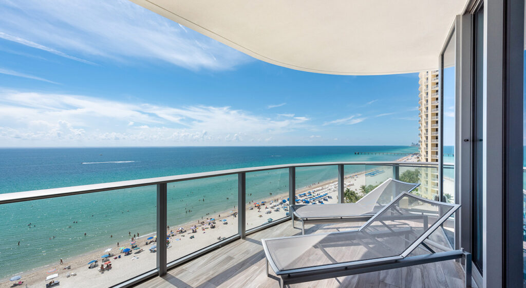 17475 Collins Ave #701